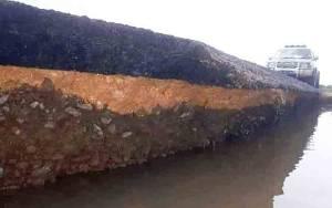Bahu Jalan Tergerus Banjir, Dishub Kobar Pasang Road Barrier