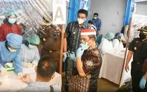 Plt Gubernur Kalteng Tinjau Rapid Test Massal di Muara Teweh
