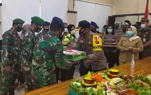 Polres Kobar Beri Kejutan di Hari Ulang Tahun ke-75 TNI