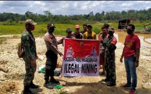 TNI - Polri Sosialisasi Larangan Ilegal Mining kepada Masyarakat Kecamatan Kurun