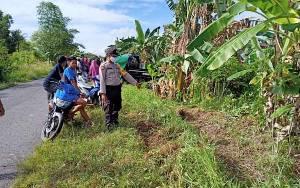 Pikap Bermuatan 12 Orang Terbalik di Desa Lampuyang