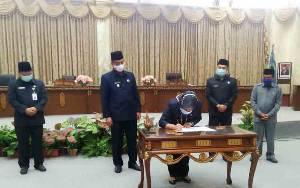 DPRD Barito Utara Setujui Raperda Retribusi Jasa Umum Jadi Perda
