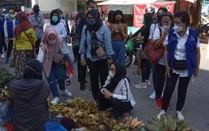 Ivo Sugianto Sabran Bagikan Masker di Kawasan Pasar Besar Palangka Raya