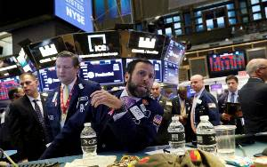 Wall Street Dibuka Bervariasi dengan Indeks Dow Jones Turun 98,70 Poin