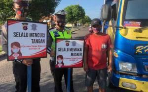 Anggota Satlantas Gencarkan Sosialisasi Protokol Kesehatan Untuk Pengguna Jalan
