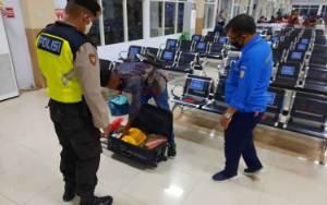 Antisipasi Barang Ilegal, KPPP Kumai Geledah Barang Bawaan Penumpang