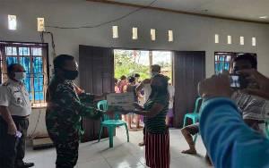 Peran Aktif Babinsa Talaken Kawal Pembagian BLT DD Tahap VI Desa Samui