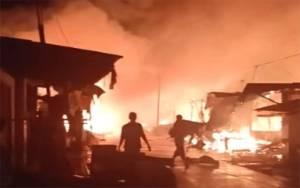 Di Tengah Hujan Lebat, Pasar Sejumput Baamang Hulu Terbakar