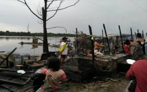 3 Mobil Damkar, Tugboat, Balakar dan Pertamina Bantu Padamkan Kebakaran Pasar Sejumput