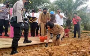 Wakil Bupati Letakan Batu Pertama Gedung SPKT Sanita Styawada Polres Gunung Mas
