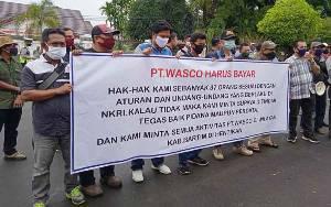 Karyawan PT Wasco Unjuk Rasa di Gedung DPRD Barito Timur