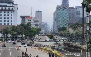 Sisa Massa Pendemo Minta Air dan Rokok ke Petugas Keamanan