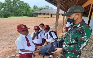 Satgas Pamtas Yonif 516/CY Jadi Duta Pendidikan di Papua