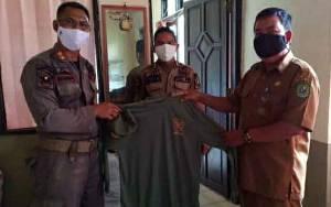 Satpol PP dan Damkar Kapuas Distribusikan Pakaian Linmas ke Kecamatan
