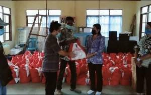 Dinsos Kalteng Salurkan Bantuan Sembako di Barito Selatan