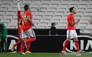Benfica Cukur Standard Liege Mantapkan Posisi Puncak Grup D