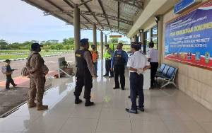 Tim Patroli Polres Seruyan Cek Keamanan Bandara Kuala Pembuang
