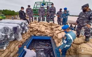 TNI AL Tangkap Kapal Angkut Elektronik dan Bahan Tekstil Impor Ilegal