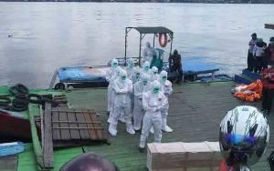 Jenazah Pasien Positif Covid-19 Asal Kecamatan Seranau Disalatkan di Atas Ferry Penyeberangan