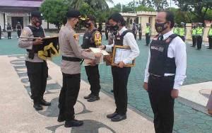 Ungkap Kasus Narkoba, Kapolres Seruyan Beri Penghargaan Personel Polsek Hanau