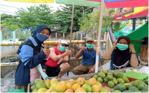 Mahasiswi KKN UIN Walisongo Sebar Masker Gratis di Pangkalan Bun