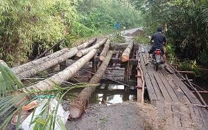 Anggota DPRD Minta Jembatan Rusak di Desa Balawa Diperbaiki