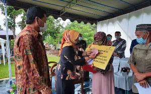 Bupati Kotawaringin Barat Harapkan Bantuan Sosial Tunai Dana Desa Dimanfaatkan untuk Hal Produktif