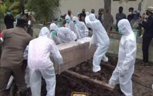 Video: Pemakaman Pasien Terkonfirmasi Positif Covid-19 Sempat Dirawat di RuangUmum RSUD dr Murjani Banyak Dibesuk Kerabat Membuat Resah