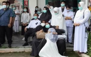 Video Penghormatan Terakhir, Mensalatkan, dan Pemakaman Almarhum dr Yudha Herlambang