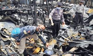Polsek Kapuas Barat Selidiki Penyebab Kebakaran Dua Rumah di Desa Saka Tamiang