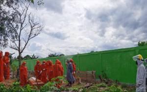 Tim URC Polresta Palangka Raya Kawal Pemakaman Pasien Positif Covid-19
