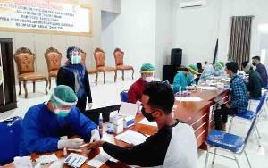 828 Petugas KPPS dan Petugas Linmas 2 Kelurahan Ikuti Rapid Test di Barito Utara