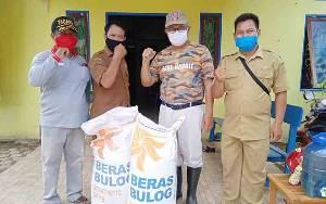 Dinas Sosial Barito  Timur Salurkan Bantuan Beras untuk Warga Terdampak Banjir