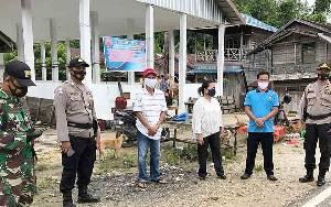 Polsek Dusun Tengah Dampingi Penutupan Sementara Pasar Dayu