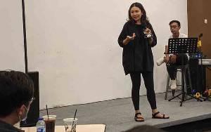 Monica Putri Ajak Milenial di Sampit Belajar Mandiri Jadi Pebisnis