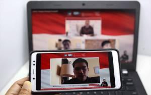 Pandemi, Pilot Jajal 'Online Shop'