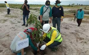 Peringati Hari Bakti PU, Pemkab Sukamara Tanam Pohon di Embung Tempenek