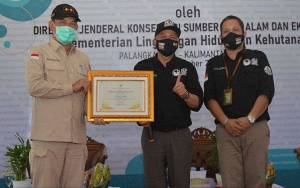 KLHK Berikan Penghargaan Dedikasi Konservasi kepada Gubernur Kalteng