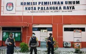 Personel Polresta Palangka Raya Masih Berjaga di Kantor KPU