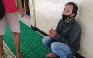 Video Amatir Diduga Maling Saund System Masjid Nurul Alif Sampit Tepergok Warga