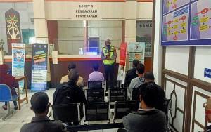 Satlantas Polres Kapuas Edukasi Cegah Covid-19 kepada Pengunjung Samsat