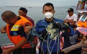 TNI AL Kerahkan 7 KRI Bantu Pencarian Sriwijaya Air