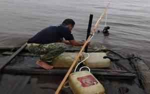 BKSDA Kembali Pasang Pancing Buaya di Perairan Desa Pelangsian