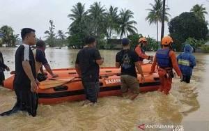 Basarnas dan Tim SAR Dikerahkan Evakuasi Warga Terjebak Banjir HST
