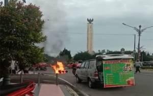 Video Amatir Detik-detik Sepeda Motor Terbakar di Bundaran Pancasila Pangkalan Bun