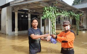Relawan PKS Kalteng Bantu Warga Terdampak Banjir di Kalsel