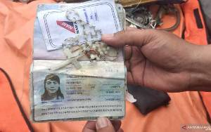 Kopaska Temukan Kalung Rosario dan Cincin Penumpang Sriwijaya Air