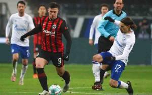 Frankfurt Tundukkan Schalke 3-1