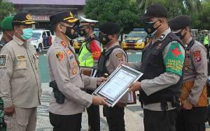 6 Personel Polres Seruyan Terima Penghargaan