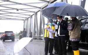 Jokowi Sebut Curah Hujan Picu Banjir Kalsel, Walhi: Mending Tidak Usah ke Sini